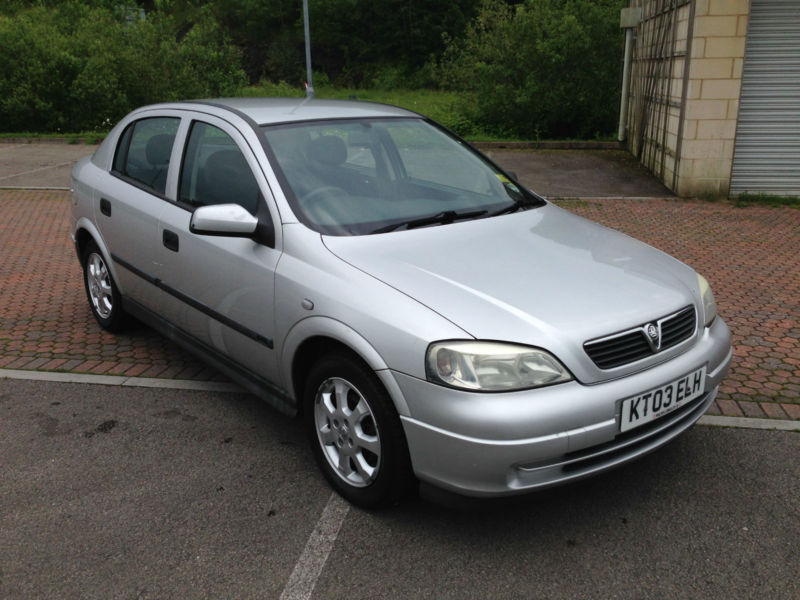 2003 vauxhall astra 16v automatic club 5 door silver. Black Bedroom Furniture Sets. Home Design Ideas
