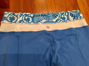 Like New Lululemon Groove Pants Porcelain Beachy Floral Size 6 London Ontario image 2