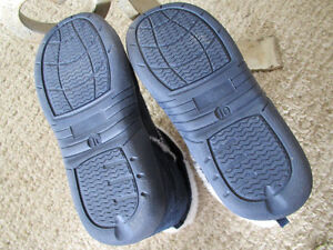 Boys Navy Indoor Boots /Shoes size 10 Kitchener / Waterloo Kitchener Area image 2