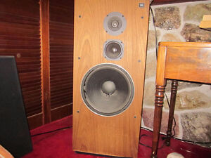 VINTAGE SPEAKERS ,AMPLIFIERS ,ANY CONDITION Sarnia Sarnia Area image 1
