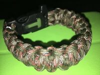 Survival paracord bracelet