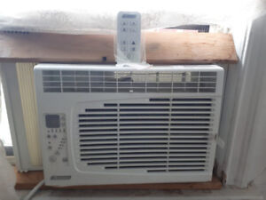 Air conditioner with remote control in very good condition