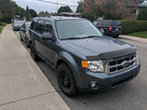 2010 Ford Escape XLT 2.5L very clean