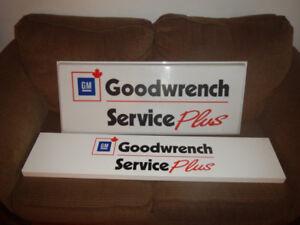 2 Enseignes GM Goodwrench une Métal une Plastique