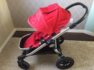 ***RED CITY SELECT STROLLER WITH SINGLE SEAT - WILL DELIVER!