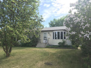 Well Maintained Bungalow in Kensington!