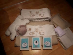 Literie de bassinette moutons  et accessoires