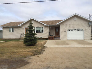 Lovely newer home in Vita on double lot!