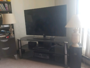 """47"""" 3D smart tv. Additional glass expensive stand."""