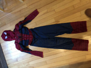 Halloween costumes (sizes 4-8)
