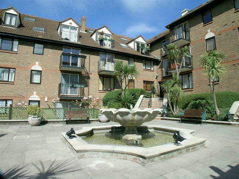 2 Br In French Apartments Purley 5 Minutes From Station Ideal For