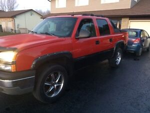 2003 Chevrolet Avalanche Loaded Very Clean