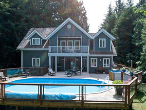 Beautiful Roberts Creek Family Home with Cottage