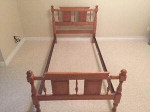 BEDROOM SET FOR CHILD/TEEN - MAPLE ROXTON