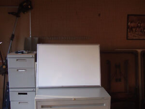 2 X 3 WHITE BOARD ONLY $8.50