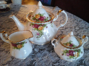 Fine Bone China TeaPot Set, Old Country Roses, Royal Albert
