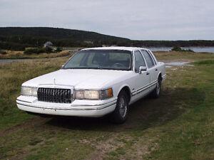 1994 Lincoln Town Car (Make an offer)