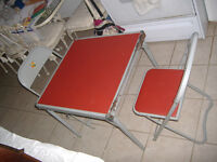 Child's vintage Samsonite activity craft table with 2 chs.