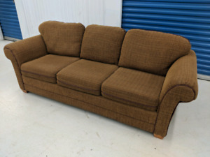 Like   New     Modern   Brown    Designer     3   Seater  Sofa.
