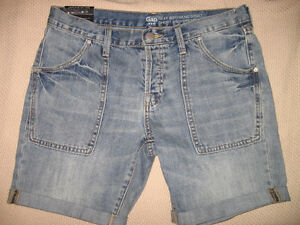 NEW WITH TAGS WOMEN'S GAP DENIM BOYFRIEND SHORTS, SIZE 4