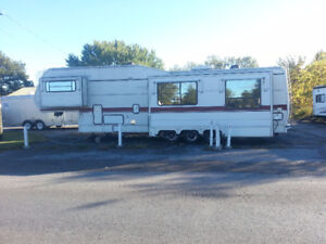 1992 King of the Road 39 foot 5th wheel trailer