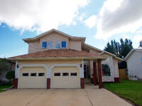 Beautiful Innisfail Home!