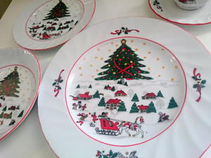 Christmas Dishes 20 piece Set