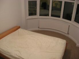 TWO DOUBLE BEDROOM TO RENT ON HERSHAM RD.