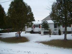 Mobile Home on Leased Land Corner Lot Perfect for Retirement 55+ Cornwall Ontario image 2