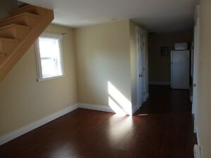 2 BR Flat-may/Jun -Large Deck-quiet area-GreatCharcter to Flat