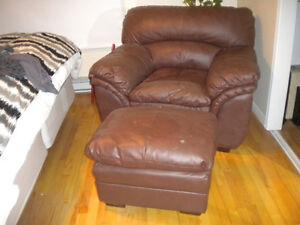 sofa et appuie jambe