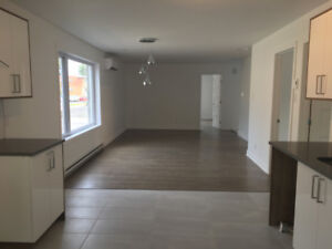 NEW CONDO 5 ½ at Longueuil à Louer