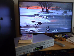 Electrohome DVC510E VHS and DVD combo player