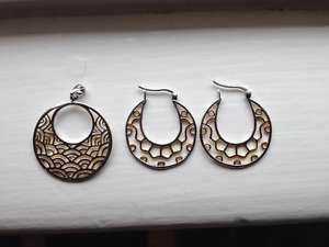 Nice Earring/Pendant Set