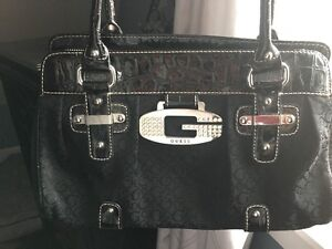 guess purse - hardly used
