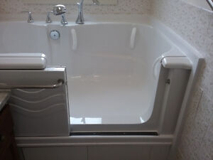 5 foot Soaker Bathtub with sliding door