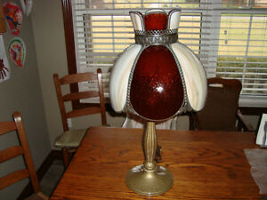 VINTAGE CIRCA 1930 STAIN GLASS TABLE LAMP