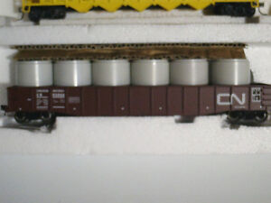 HO scale CN gondola car with load for electric model trains