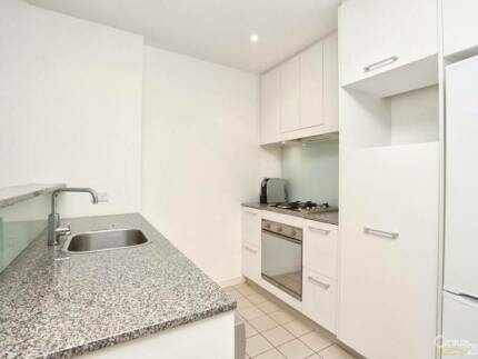 Roomshare - Join us girls in a furnished luxury apartment Wolli Creek Rockdale Area Preview