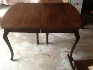 Queen Ann Table. Excellent plus five matching chairs refinished
