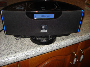 Emerson Research iPod/MP3/ Clock Radio with Aux input