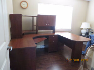 Office Desk Like New in excellent condition