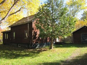 Deep River,Square timber log home on 3-acre tree lined property