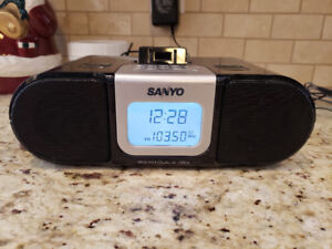 Sanyo BassXpander  am/FM dual alarm and for I pod shuffle