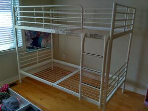 Lit superposé / Bunk bed // modèle IKEA SVARTA