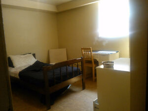 STUDENTS/PROFESSIONALS -  Furnished room in 3 bdrm apt