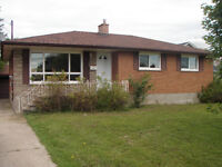 4 bedroom Brock Student House close to Brock, Pen, Bus stops