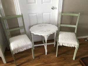2 Shabby Chic Chairs with Side Table