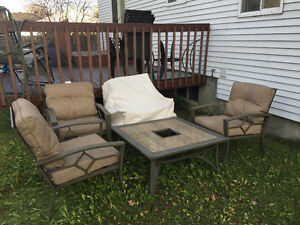 Patio set 4 chairs 1 table West Island Greater Montréal image 1
