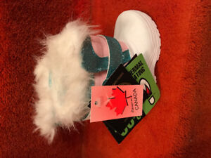 BNWT - Baby Girl Size 4 Gray Wolf Brand Winter Boots